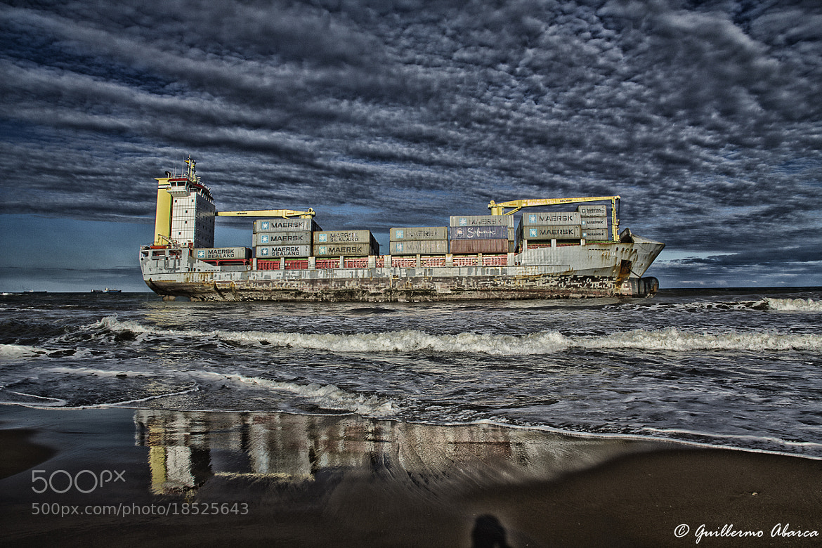 Photograph Barco varado (Beached boat) by Guillermo Abarca Noguera on 500px