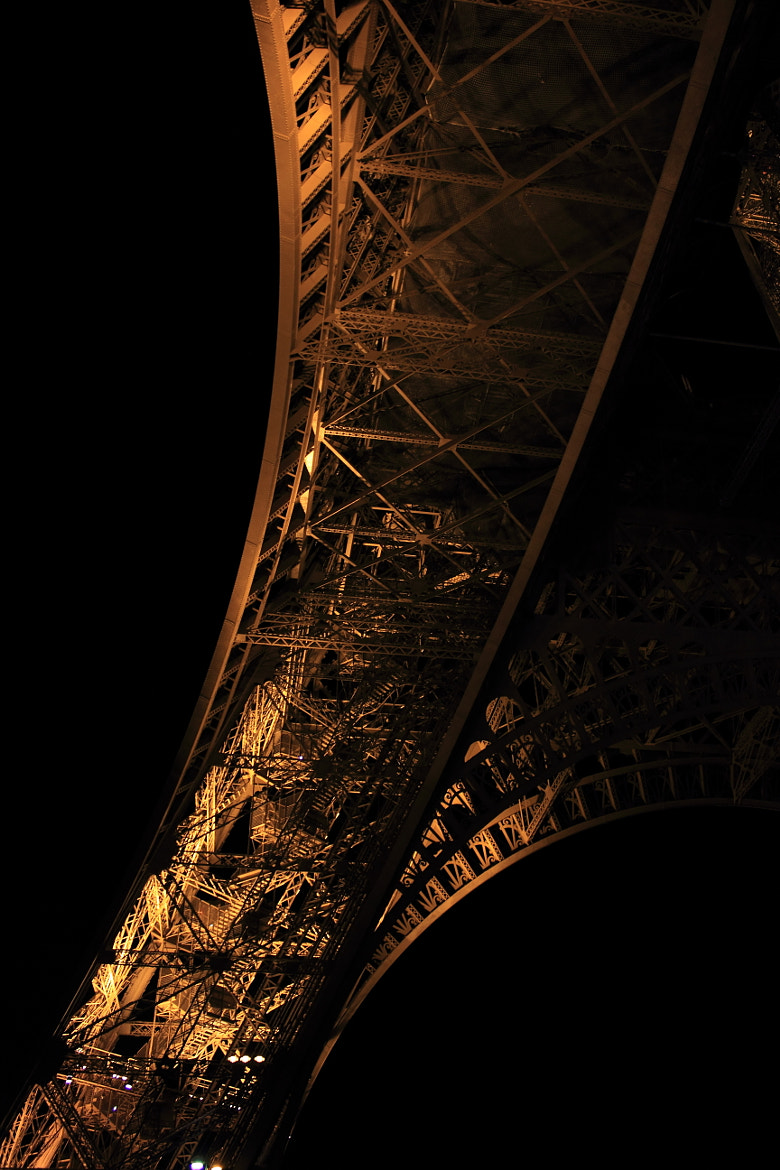 Photograph Tower Curved by Nicolas Chateil on 500px