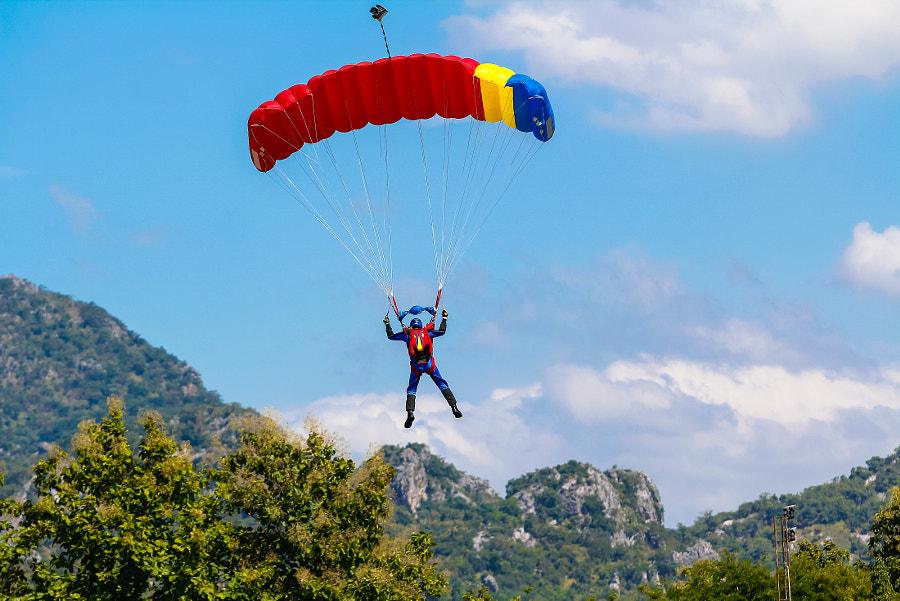 parachute by somchai Kongkamsri on 500px.com