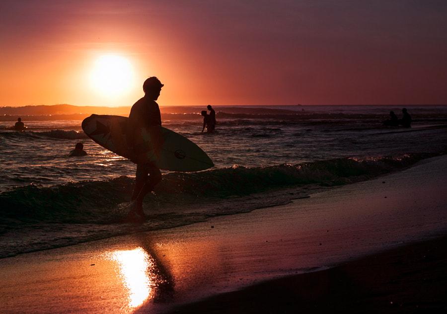 Surfer. Playa Tamarindo, Costa Rica
