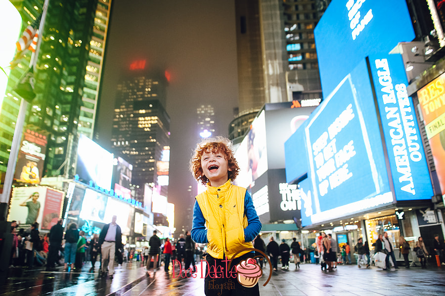 Happy boy in Times Square by Marcia Fernandes on 500px.com