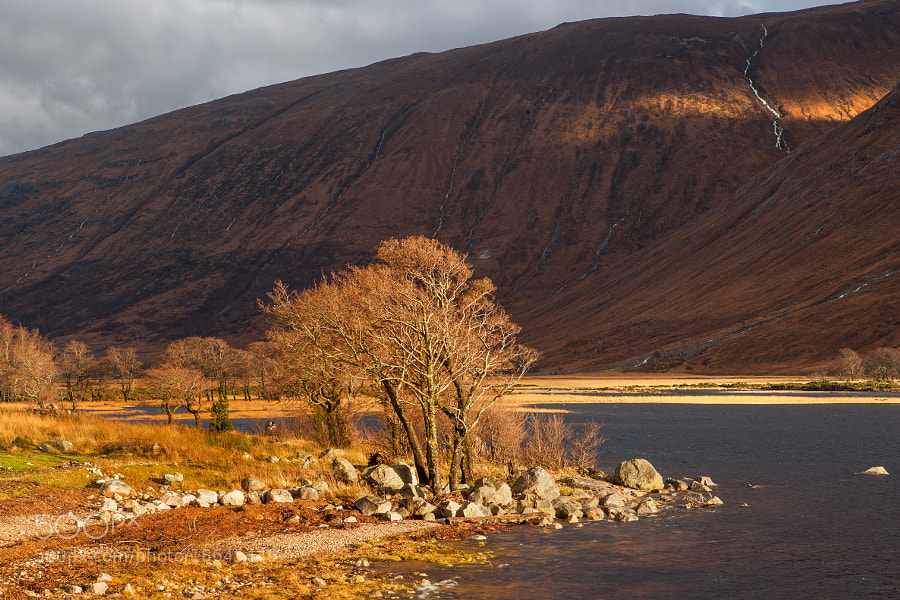 Glen Etive is golden light after a day of pooring rain. These are the best moments for a photographer.