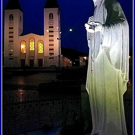 La Madonna e la Chiesa di .