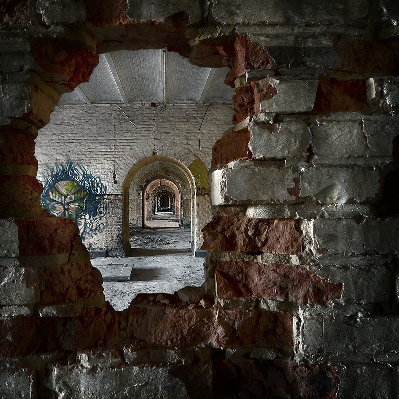 Photograph the hole in the wall by Paula Loonen on 500px