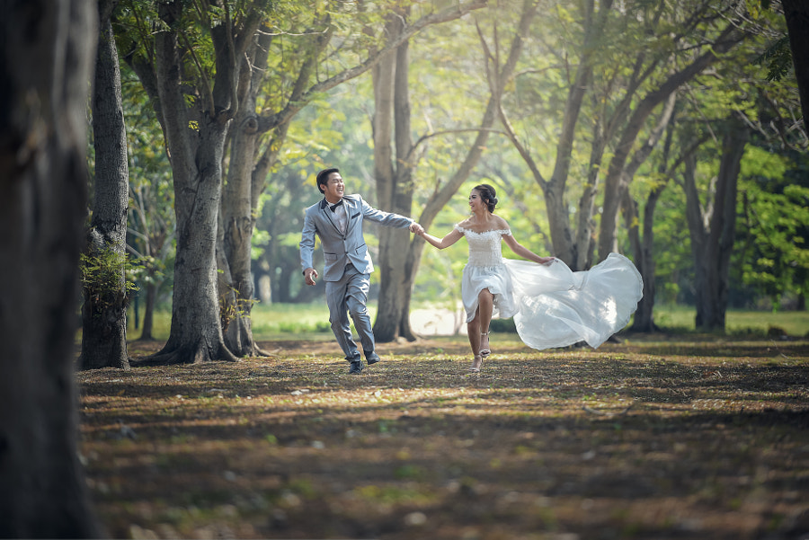 couple poses - You will never walk alone by Sasin Tipchai on 500px.com