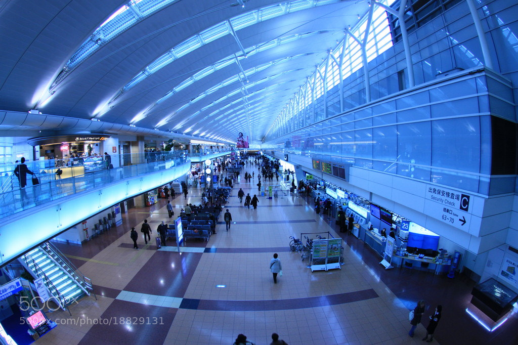 Photograph Departure lobby in Tokyo international airport. by Hiroaki Kawashita on 500px