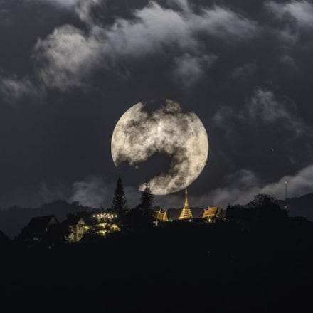 Super Moon over Wat Phrathat Doi Suthep Temple (2016-12-14)