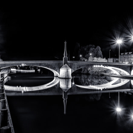 Solférino bridge at Compiègne by night in B/W