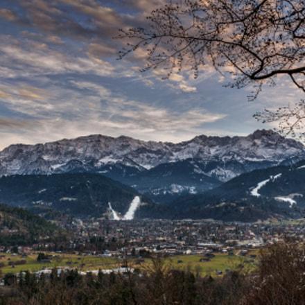 Hausberge Garmisch im Sonnenuntergang