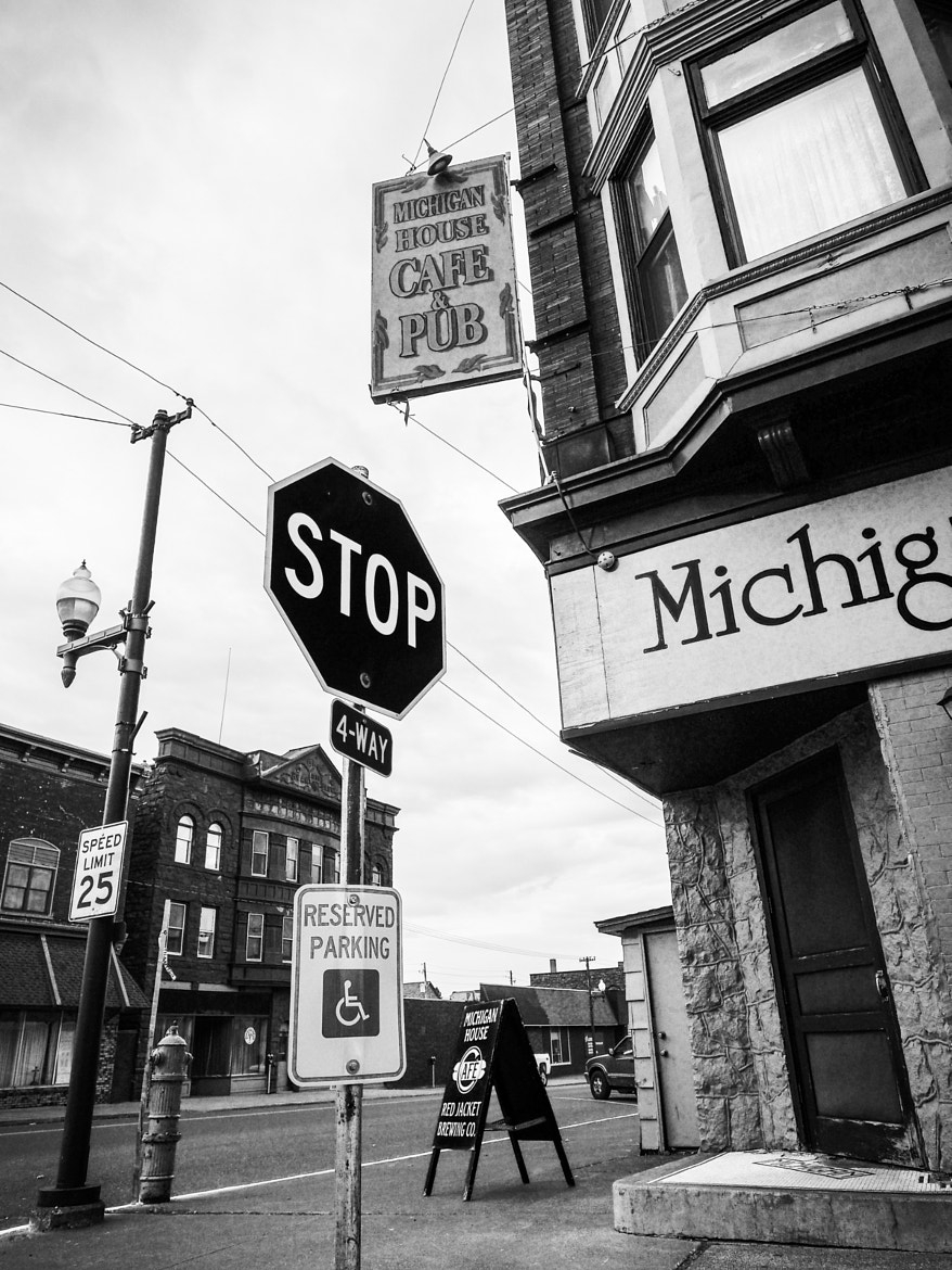 Photograph Corner at the Michigan House Cafe & Pub by Rob Kistner on 500px