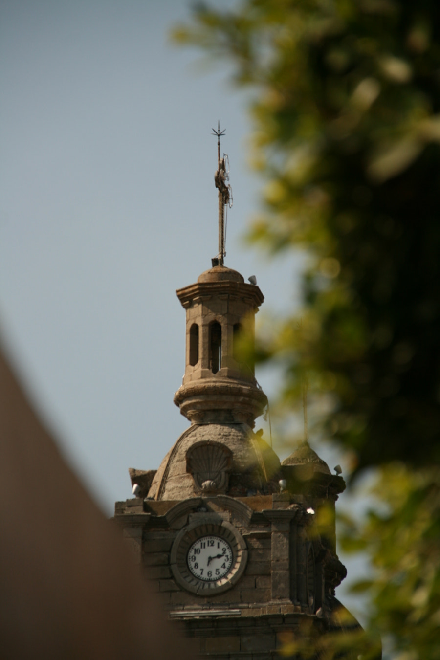 The bell tower and the tree by Félix Urbina on 500px.com