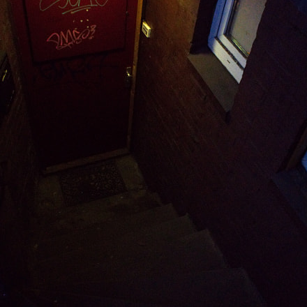 through the red door, Sony ILCE-6000, Sony E 16mm F2.8