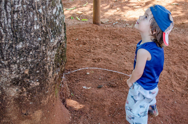 Child peeing by Haendel Sindra / 500px