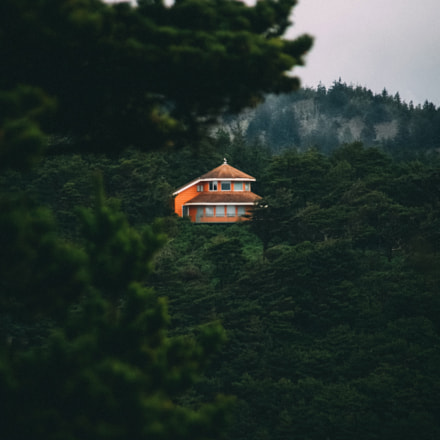 house with the ocean, Canon EOS 5D, Tamron AF 28-300mm f/3.5-6.3 XR LD Aspherical [IF] Macro