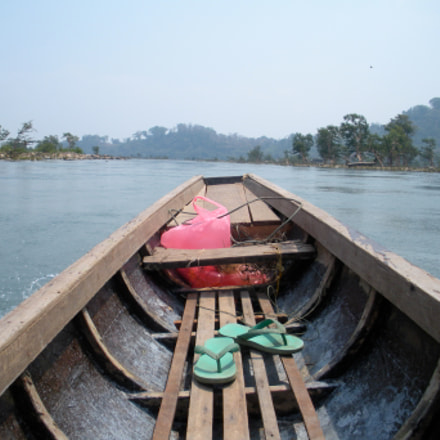 on a boat, Laos, Nikon COOLPIX S550