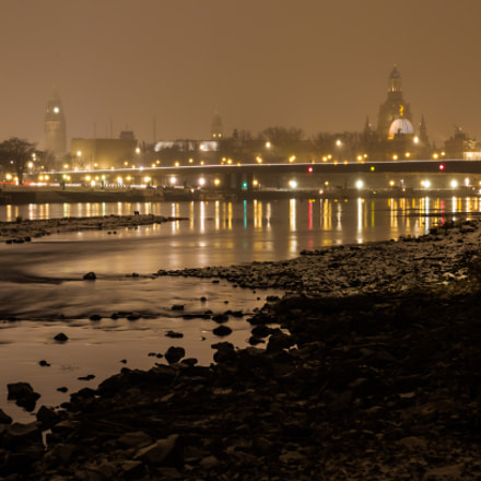 The river Elbe in, Canon EOS-1D MARK IV, Sigma 24-60mm f/2.8 EX DG