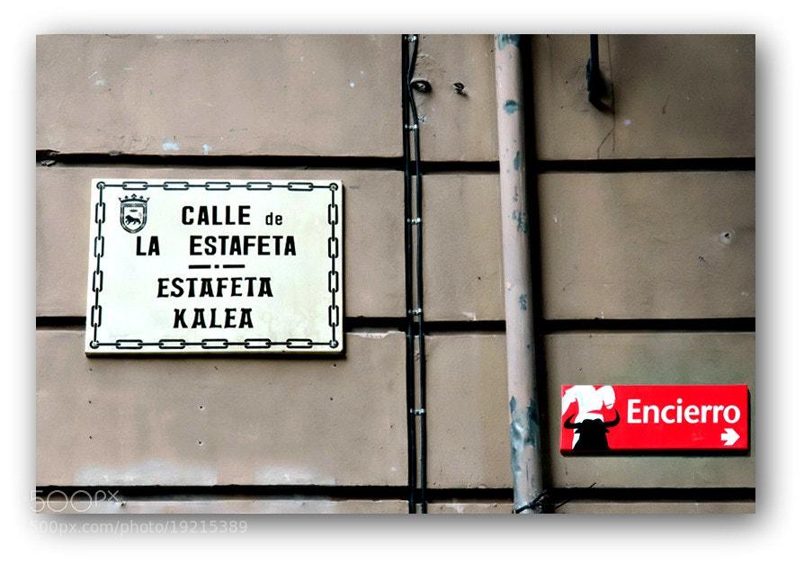 Camino de Santiago 2012  Larrasoaña - Pamplona V  _____________________________  La Calle Estafeta  Dedicada a mi padre  D. E. P. S.   (descansa en paz, seguro)