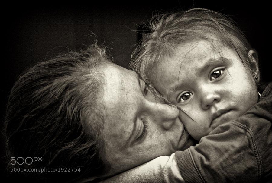 woman with daughter by Roman Wisniewski (QL-ART) on 500px.com