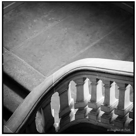 L'escalier de la biblioth, Panasonic DMC-GX7, Lumix G 42.5mm F1.7 Asph. Power OIS