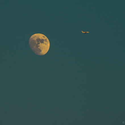 Moon and aircraft., Nikon D800, Sigma 135-400mm F4.5-5.6 APO Aspherical
