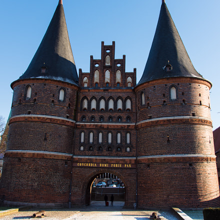 Holstentor, Sony ILCA-68, Tamron AF 28-105mm F4-5.6 [IF]