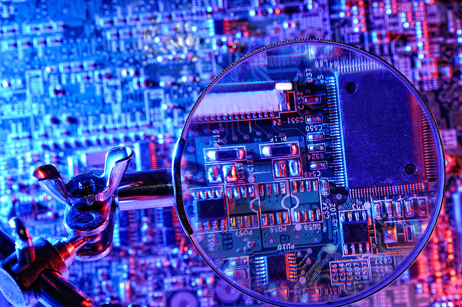 vision microcontroller board with magnifier by David Izquierdo on 500px.com