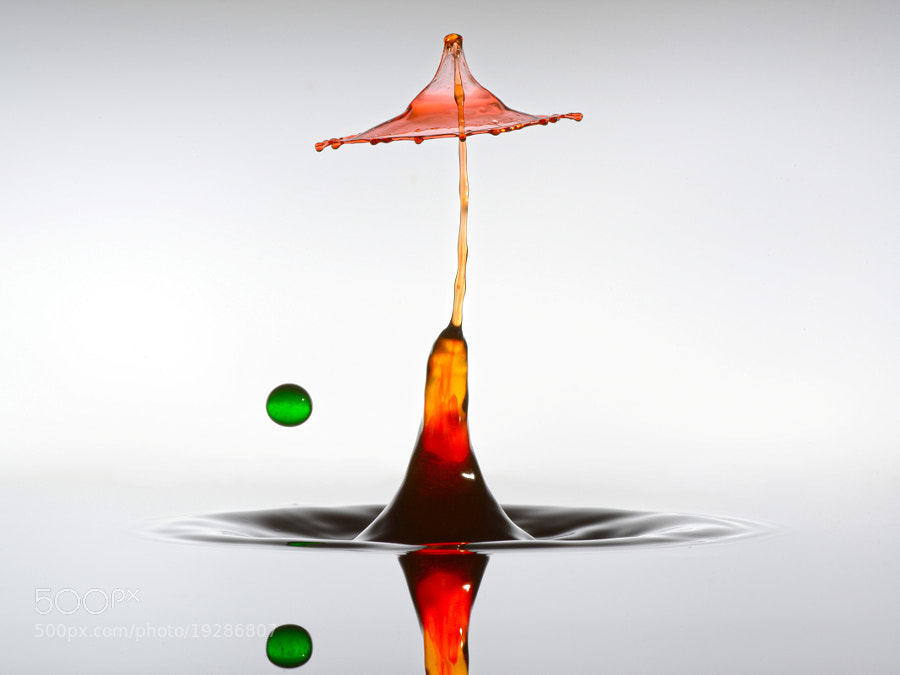 Liquid Art by Leon Dafonte Fernandez fine art photographs of water drops and liquids. htpp://liquid-moments.com