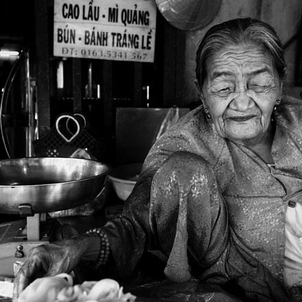 Old woman, Sony ILCE-7M2, Sony FE 28mm F2