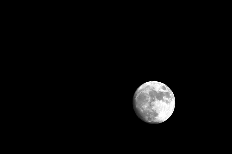 b&w full moon