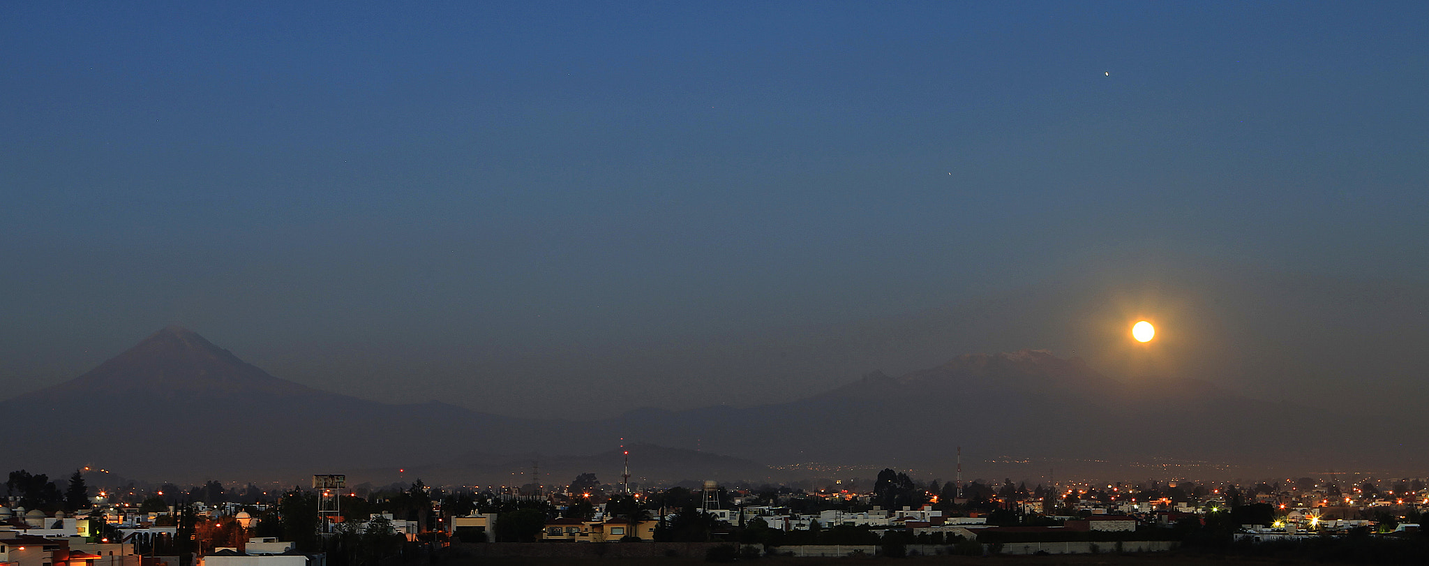 Photograph Full moon  and volcanoes by Cristobal Garciaferro Rubio on 500px
