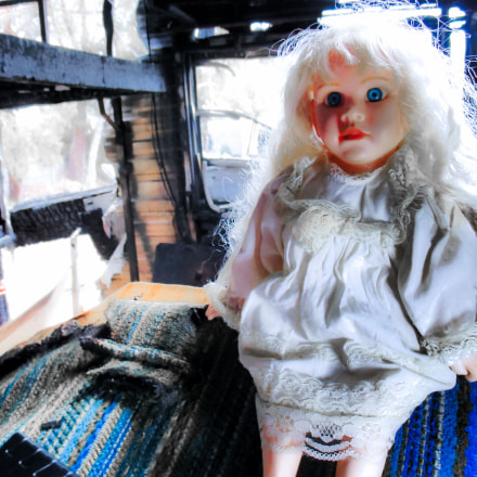doll in burnt out, Canon IXUS 160