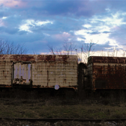 abandoned train, Fujifilm FinePix S1000fd