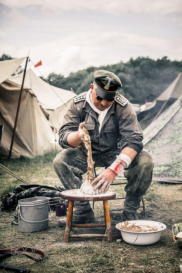 Baking bread on the frontlines, 1940's style.