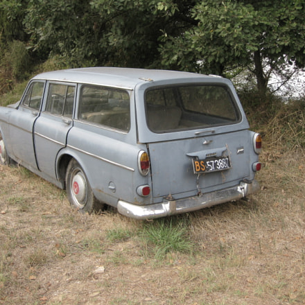 lost Volvo in Tuscany 1, Canon DIGITAL IXUS 970 IS