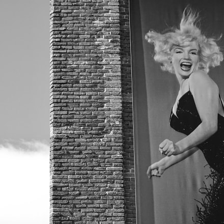Marilyn jumping in Caixa, Sony DSC-HX60V, Sony 24-720mm F3.5-6.3