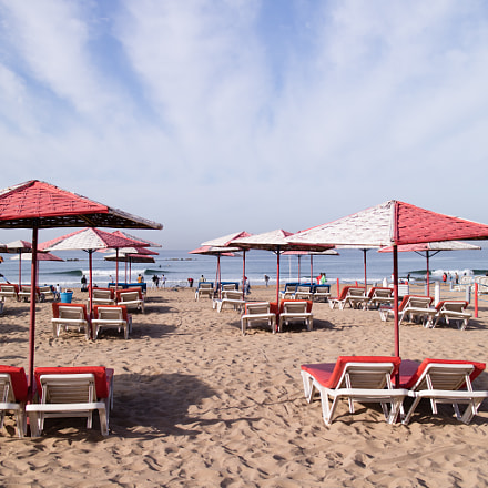 Red and white umbrellas, Canon EOS M3, Canon EF-M 22mm f/2 STM
