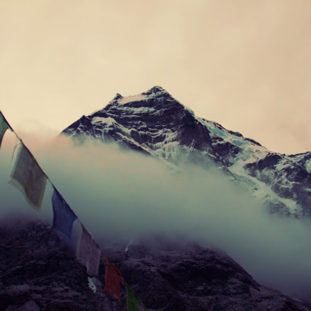 Peaks and prayer flags, Fujifilm FinePix A820