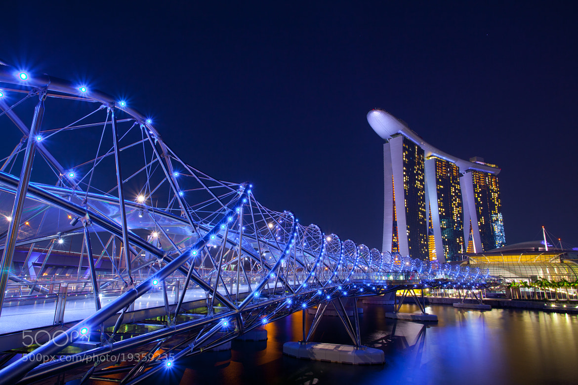 Photograph DNA bridge & Marina Bay Sands by PawiN*OaT  on 500px