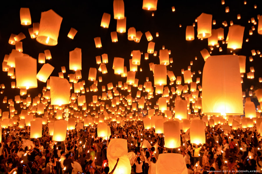 Floating Lanterns  : Loi Krathong Festival  in Thailand by noomplayboy  on 500px.com
