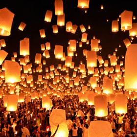 Floating Lanterns  : Loi Krathong Festival  in Thailand by noomplayboy  (noomplayboy)) on 500px.com