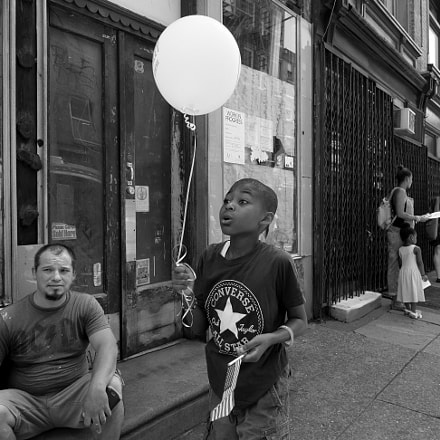 Balloon on Third Street, 2016, Panasonic DMC-GX8, Lumix G X Vario 12-35mm F2.8 Asph. Power OIS