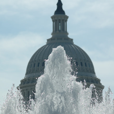 Fountain and Dome, Nikon D70, AF Zoom-Nikkor 70-300mm f/4-5.6D ED