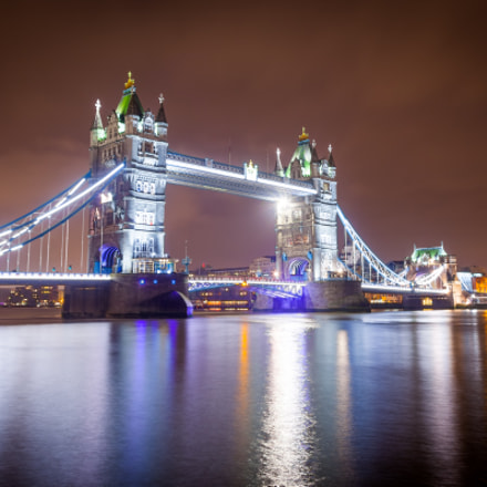 London Tower Bridge waterfront, Canon EOS 5D MARK II, Sigma 17-35mm f/2.8-4 EX DG Aspherical HSM
