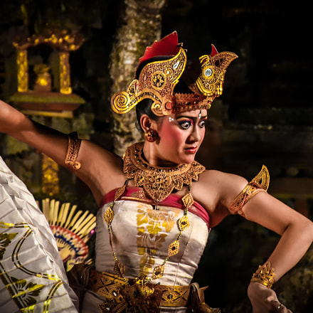legong dancer, Nikon D750, AF-S DX VR Zoom-Nikkor 16-85mm f/3.5-5.6G ED
