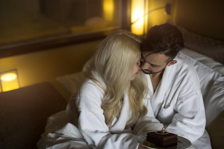 Couple in love sleeping in bed by jenya pavlovski on 500px.com