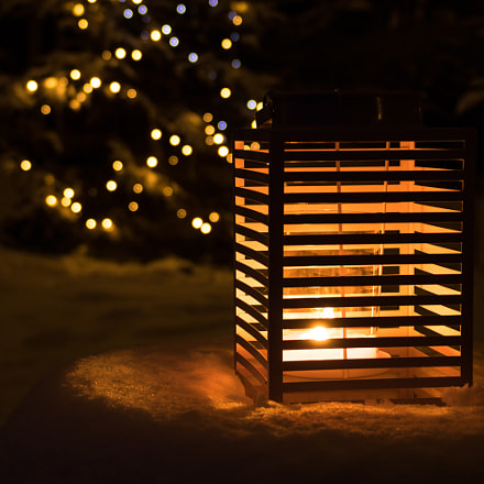 Candle lantern in winter, Canon EOS 760D, Canon EF 75-300mm f/4-5.6 IS USM