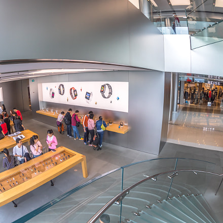Apple Store customers, Canon EOS 5D MARK IV, Canon EF 8-15mm f/4L Fisheye USM