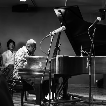 Pianist Larry Willis performing, Fujifilm X20
