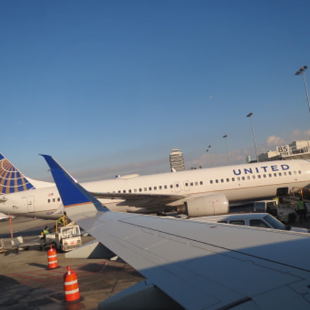 United Airlines, Canon POWERSHOT ELPH 530 HS