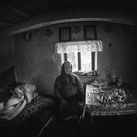 Old woman, Canon EOS 6D, Canon EF 15mm f/2.8 Fisheye
